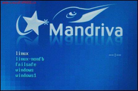 Obrázek: Startovací nabídka Mandrivy 2007 s výběrem Linuxu a Windows